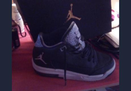 Basket Jordan et avec boîte et ticket 1