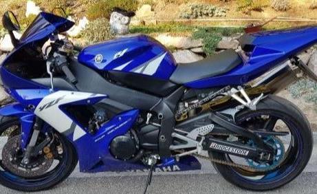 Yamaha YZF-R1 RN09 1