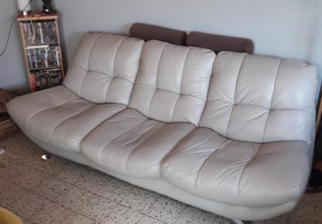 divan cuir 3 places,teinte gris clair 1