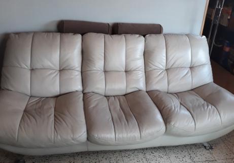 divan cuir 3 places,teinte gris clair 2