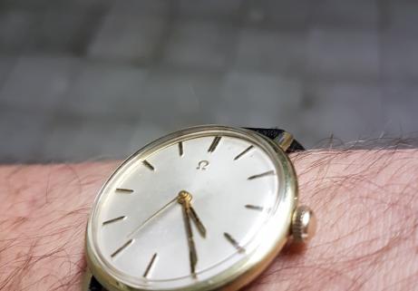 Montre Omega classic vintage 1