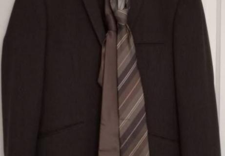 Costume plus chemise plus cravates 1