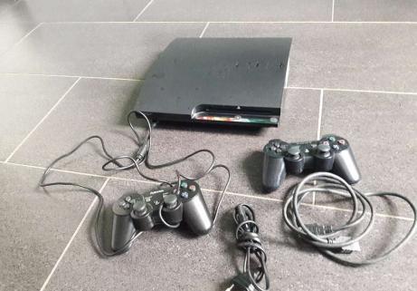 Playstation 3 et deux manettes 1