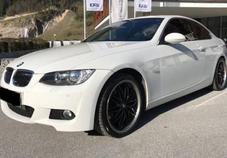 BMW 330xi Coupe 1