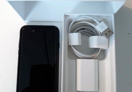 Apple iPhone 7 128Go Noir 1