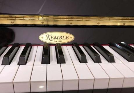 Piano Kemble CB 112 noir poli, état neuf avec garantie (fabriqué par YAMAHA) 2