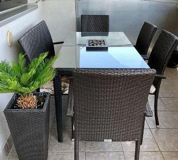 Set table et chaises en rotin 1