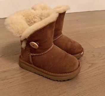 Chaussures Enfant UGGs  taille 25 1