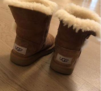 Chaussures Enfant UGGs  taille 25 2