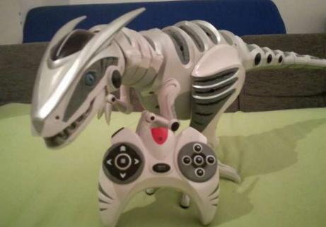 Robot dinosaure avec joystick 1