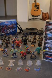 Playstation 3 Slim avec nombreux jeux et personnages