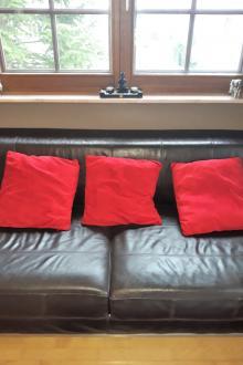 Coussins rouges salon