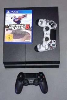 Playstation 4 + 2 manettes, câbles et 5 jeux.