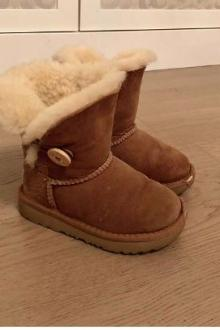 Chaussures Enfant UGGs  taille 25